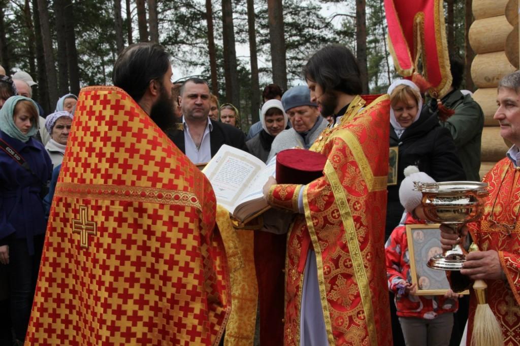 о. Борис и о. Павел служат первую Литургию